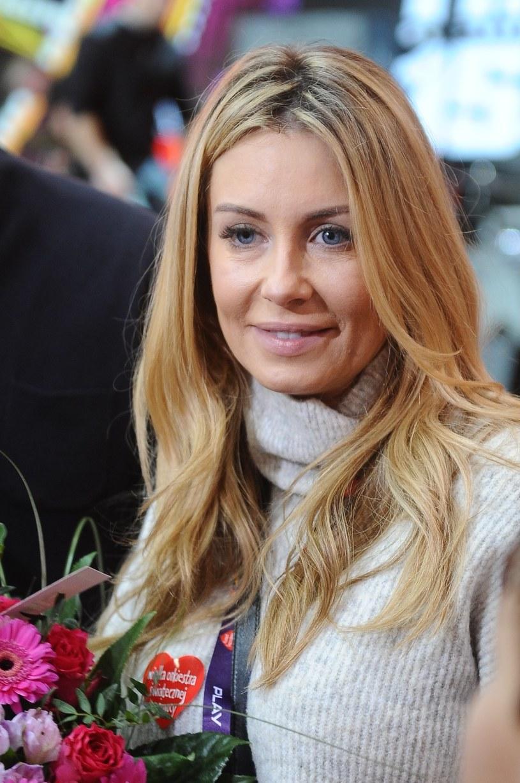Małgorzata Rozenek-Majdan z kwiatami. /Piotr Andrzejczak /MWMedia