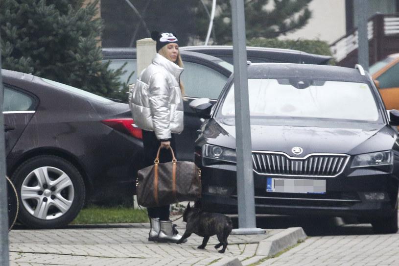 Małgorzata Rozenek-Majdan z psami na spacerze /WOLF /Newspix