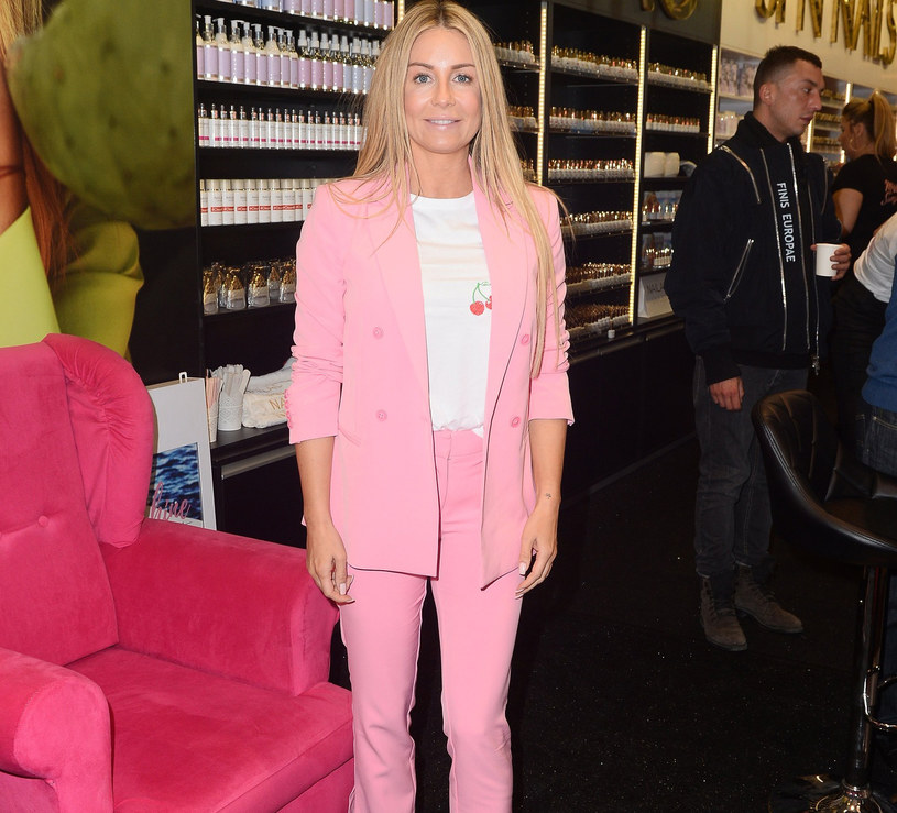 Małgorzata Rozenek różowy garnitur nosiła już wczesną wiosną /East News