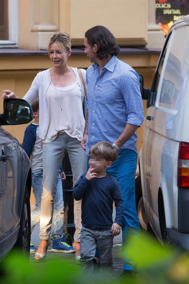 Małgorzata Rozenek z synem i Radkiem /Foto IP