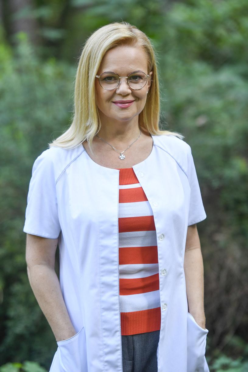 """Małgorzata Sadowska na planie serialu """"Uzdrowisko"""" /AKPA"""