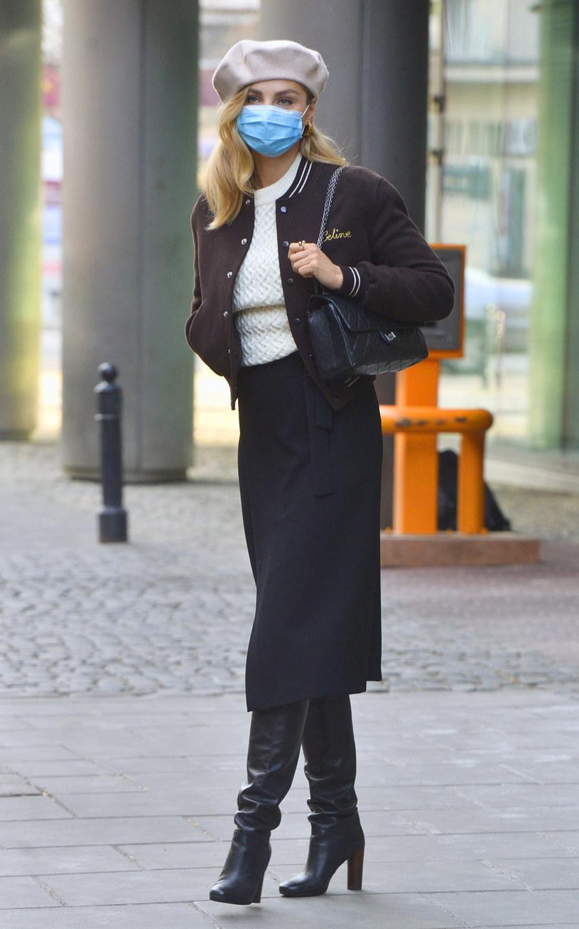 Małgorzata Socha doskonale wie, co jest modne i już dawno sięgnęła po beret /AKPA /AKPA