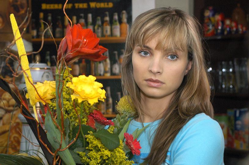 """Małgorzata Teodorska na planie """"Plebanii"""", 2004 rok /Zawada /AKPA"""