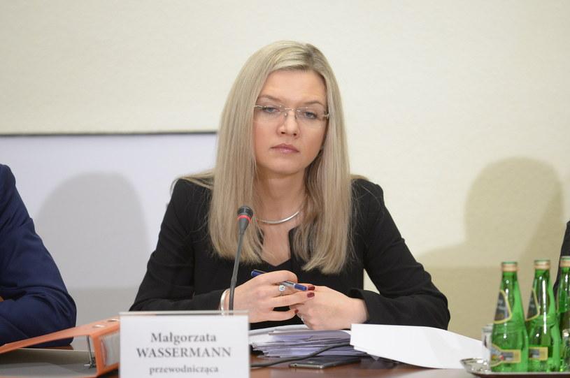 Małgorzata Wassermann podczas pracy w komisji śledczej ds. Amber Gold; fot. Jakub Kamiński /PAP