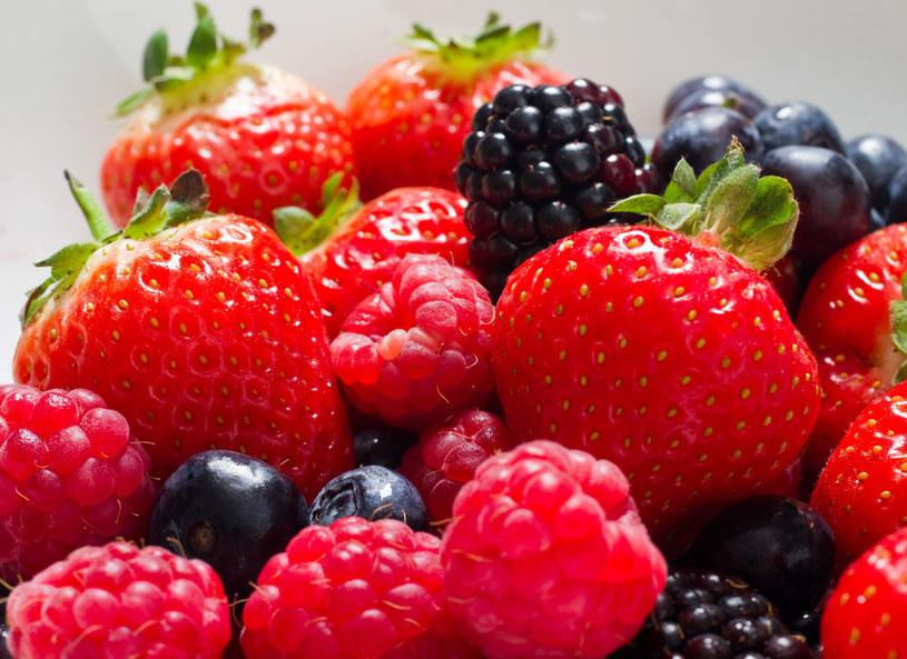Maliny to jeden z ulubionych owoców Polaków /123RF/PICSEL