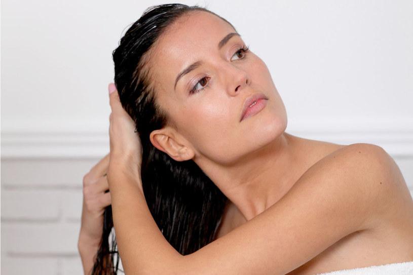 Mało kto wie, że chmiel rewelacyjnie odżywia włosy /123RF/PICSEL