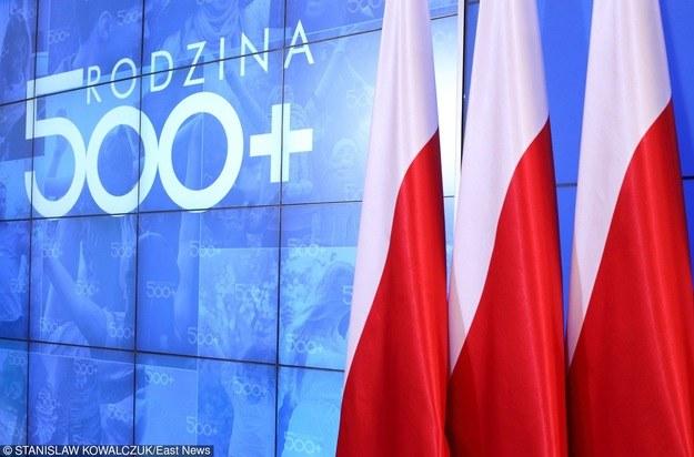 Małopolsce do wypłaty świadczeń z tytułu 500 plus brakuje 825 tys. zł. /Stanisław Kowalczuk /East News