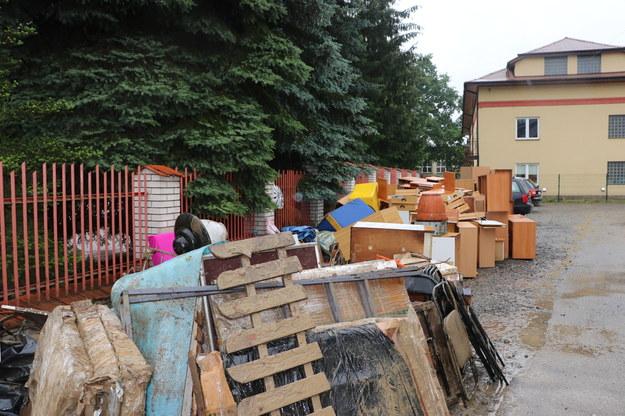Małopolska: Pierwsze wypłaty dla poszkodowanych w ulewach trafiły na konta gmin