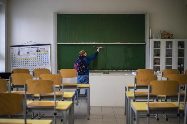 Małopolska: Wzrost zakażeń w szkołach i wśród służby zdrowia
