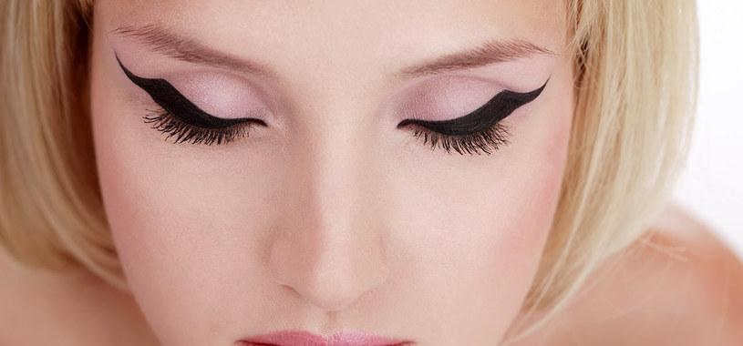 malowanie eyelinerem /© Photogenica