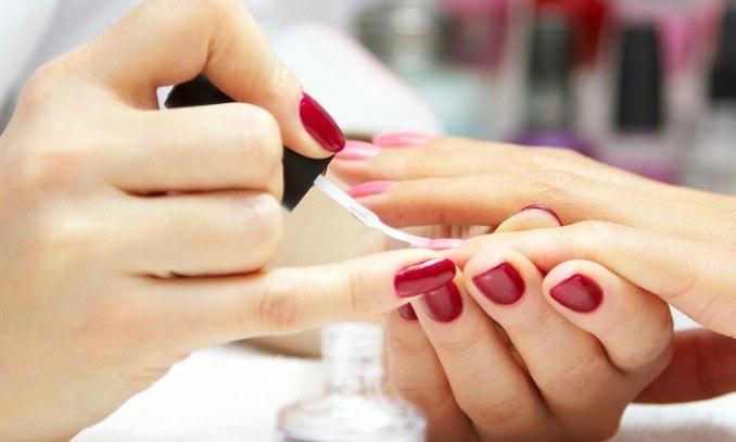 malowanie paznokcie /© Photogenica