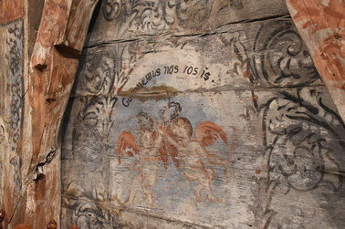 """Malowidła, które """"postarzyły"""" kościół. Niezwykłe odkrycie w wielkopolskim Domachowie"""
