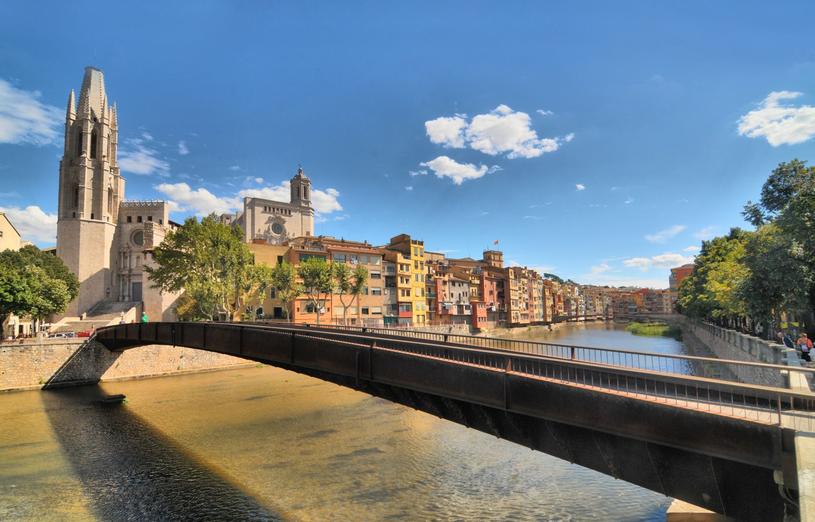 Malownicza Girona zachwyca swoim urokiem /Adobe Stock