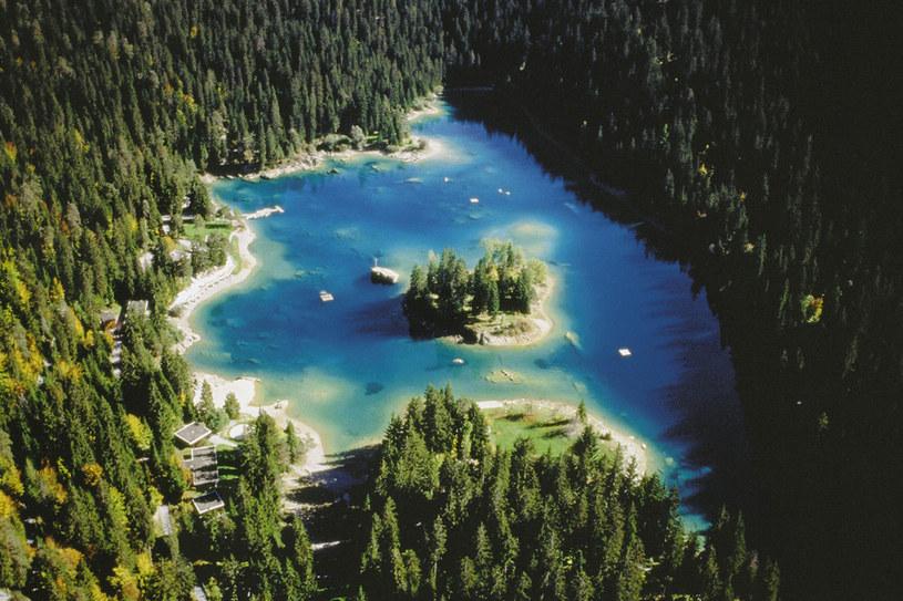 Malownicze kurorty, szmaragdowe jeziora i szlaki wędrowne - Gryzonia swoim pięknem potrafi zaskoczyć nawet wytrawnego podróżnika /123RF/PICSEL