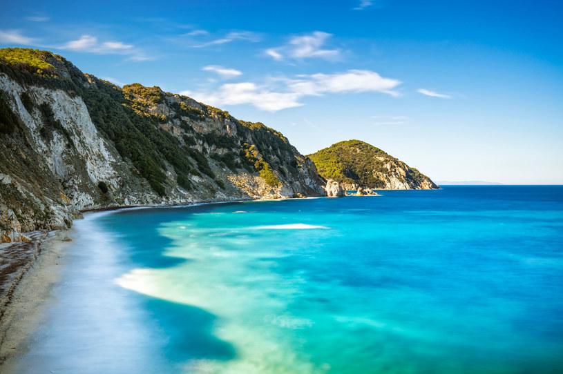 Malownicze wybrzeże Elby przyciąga rokrocznie tysiące turystów /123RF/PICSEL