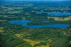 Malownicze zdjęcia Pojezierza Łęczyńsko - Włodawskiego z lotu ptaka