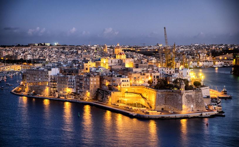 Malta jest chyba jedynym miejscem w Europie, w którym możemy uczyć się tego języka od dyplomowanych nauczycieli, napawając się  pięknym słońcem i lazurowym morzem /123RF/PICSEL