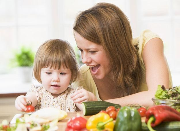 Maluchy, które nie lubią jeść warzyw i owoców, zazwyczaj cierpiały na zaparcia /© Panthermedia