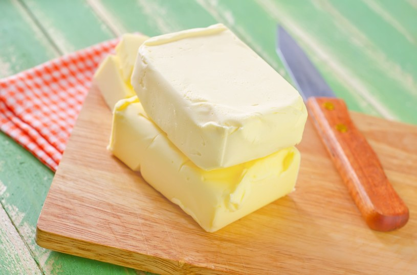 Maluchy w wieku 3 lat powinny zjadać 2 łyżeczki masła dziennie /123RF/PICSEL
