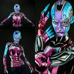 Maluje swoje ciało tworząc kostiumy superbohaterów