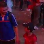 Mały fan Portugalii pociesza francuskiego kibica! - wideo