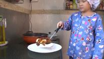 """""""Mały szef"""" ma tylko 8 lat. Sama gotuje i sama sprzedaje!"""