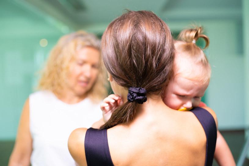 Małym dzieciom wiele się wybacza, ale używanie przez nie wulgaryzmów stawia rodziców w niezręcznej sytuacji /123RF/PICSEL