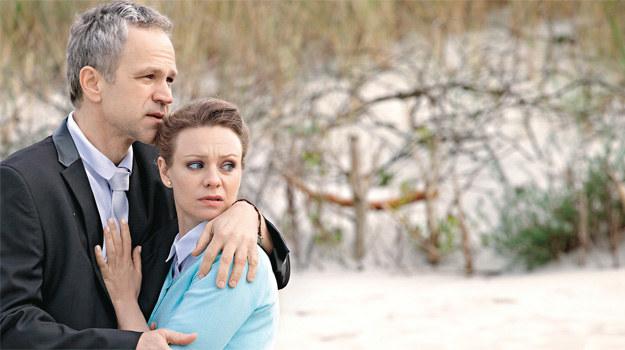 Małżeństwo Agnieszki i Cezarego to już fikcja. Tylko w niezwykłych okolicznościach zbliżają się do siebie /Świat Seriali