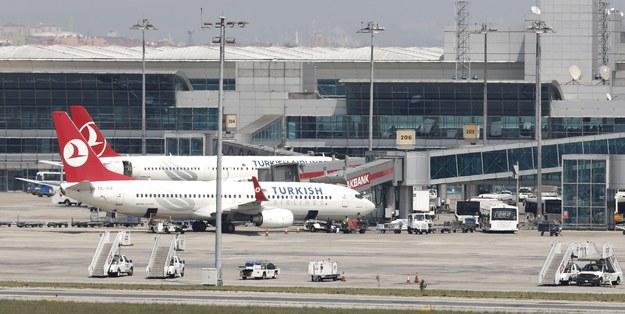 Małżeństwo leciało z liniami Turkish Airlines /TOLGA BOZOGLU /PAP/EPA