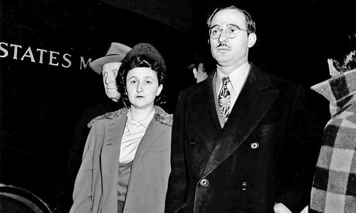 Małżeństwo Rosenbergów podczas procesu /domena publiczna