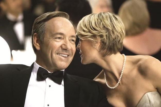 Małżeństwo senatora i Claire (Robin Wright) bardziej przypomina układ biznesowy niż miłość. /Bulls Press Sp.z o.o.