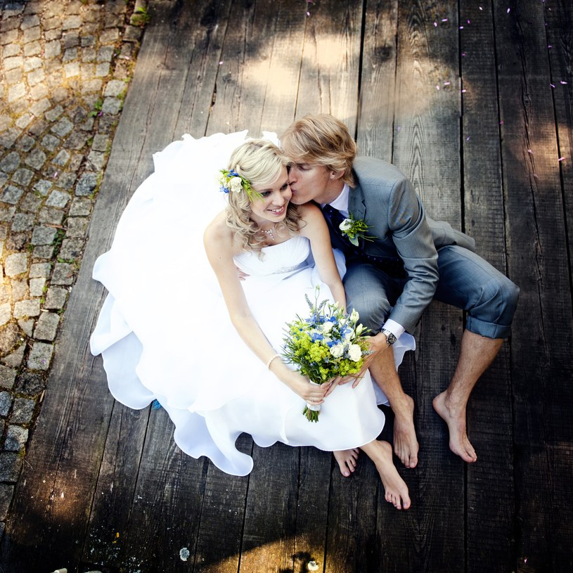 Małżeństwo to wsparcie, towarzystwo i pomoc w wyjściu z nałogu, większe szanse przeżycia ciężkiej choroby... Czego chcieć więcej? /123RF/PICSEL