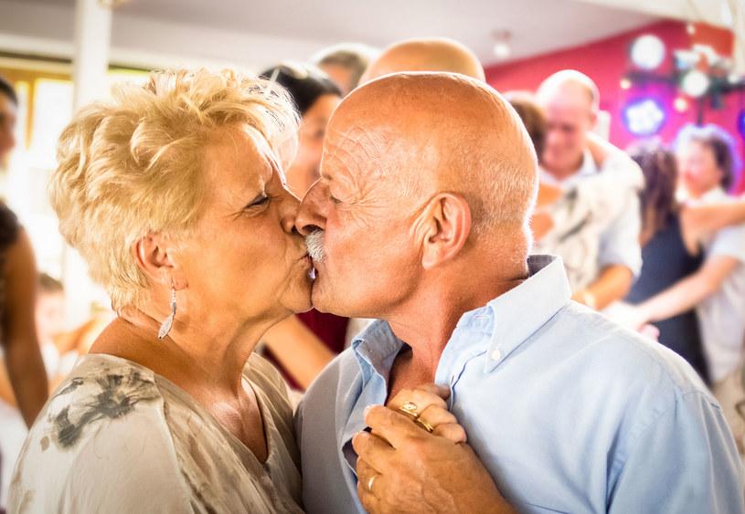 Małżeństwo z dwudziestoletnim stażem  na randce? /123RF/PICSEL
