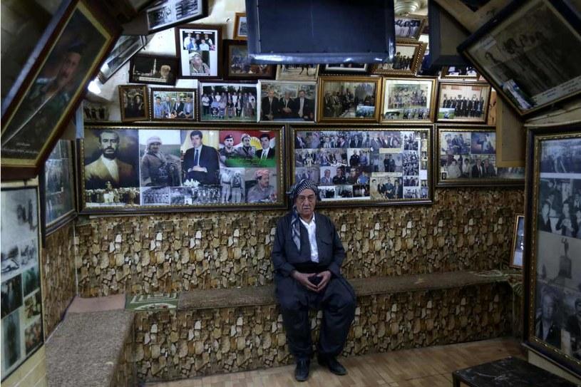 Mam Khalil w swojej herbaciarni, fot. Safin Hamed /AFP