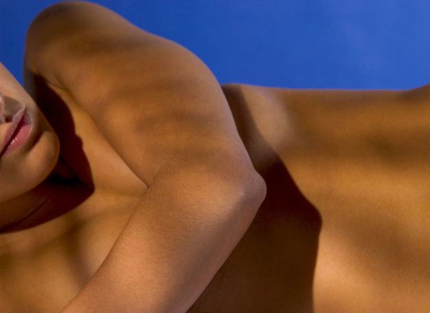 Mammografia lub USG piersi może wykryć brodawczaka /ThetaXstock