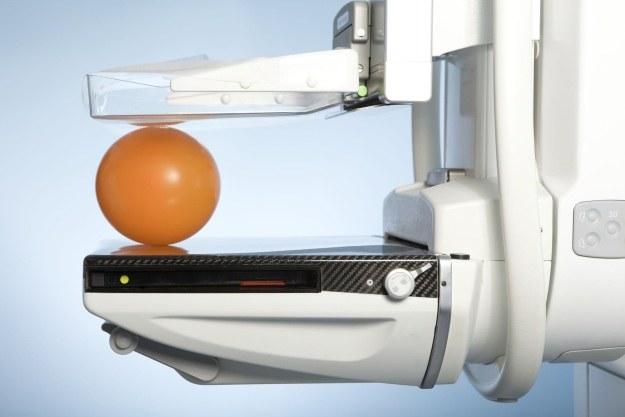 Mammografia ma swoich zwolenników i przeciwników /123RF/PICSEL