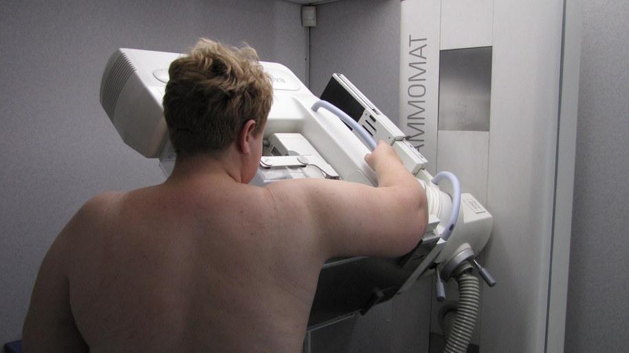 Mammografia pozwala wykryć nowotwór piersi w najwcześniejszym jego stadium /Monika Gosławska /RMF FM