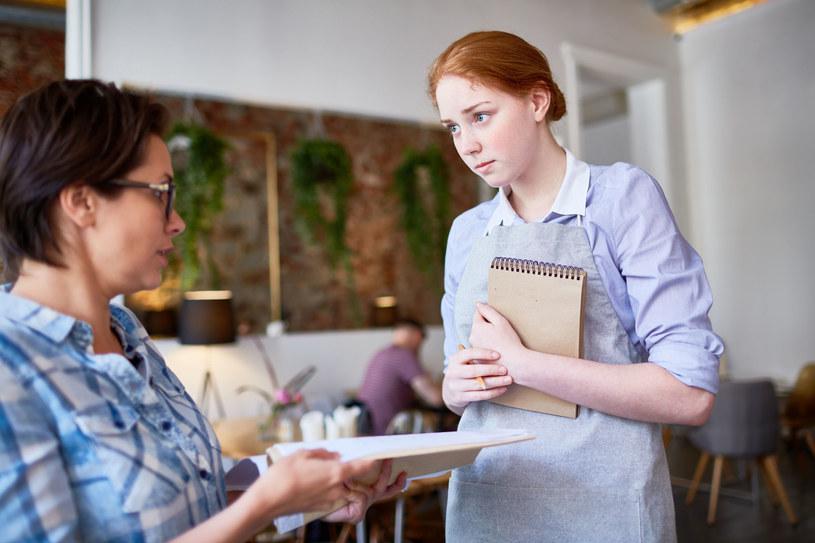 Mamy prawo do reklamacji - zarówno w restauracji, jak i w sklepie spożywczym /123RF/PICSEL