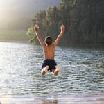 Mamy wakacje - uwaga na ryzykowne skoki na główkę