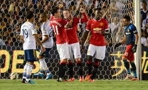 Manchester United gromi rywala w debiucie van Gaala