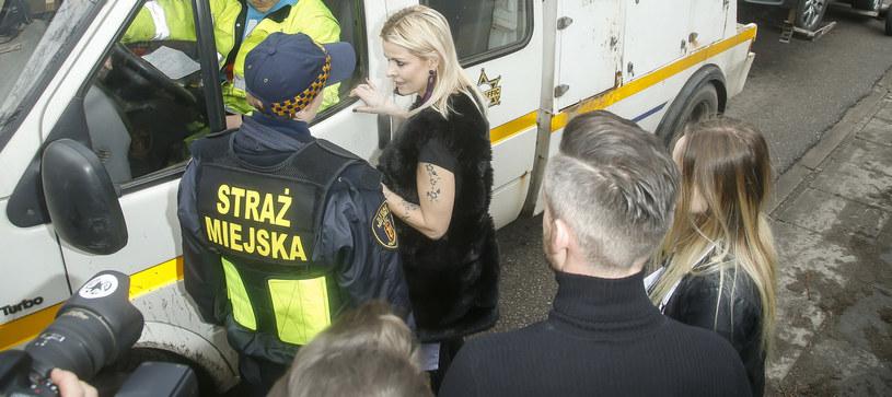 Mandaryna i straż miejska /Baranowski /AKPA