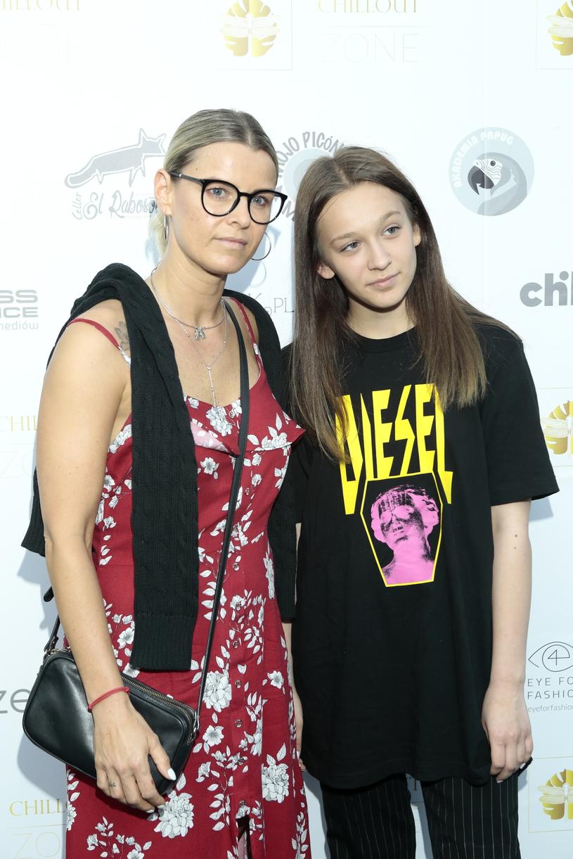 Mandaryna na ściance z córką /Jankowski /Reporter