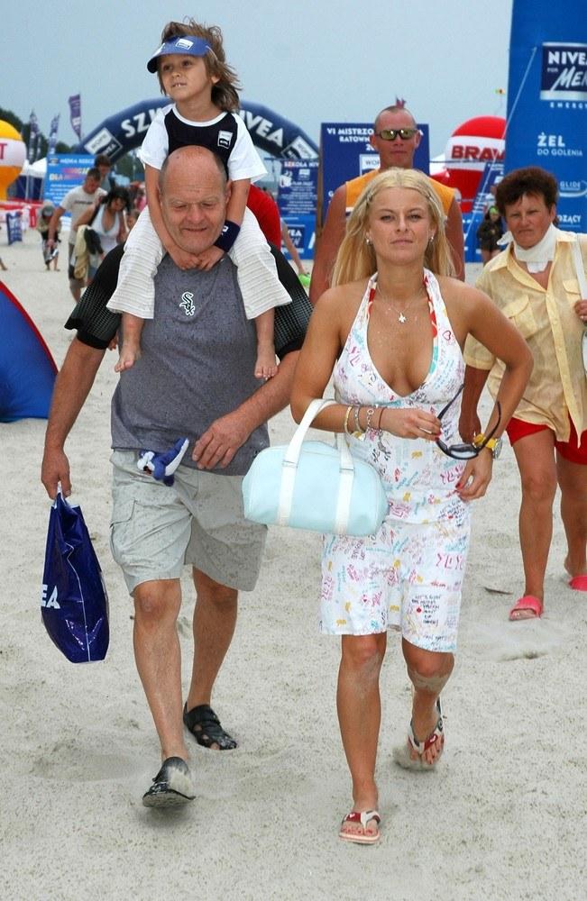 Mandaryna z ojcem i córką Fabienne na wakacjach w Krynicy /Łukasz Ostalski /Reporter