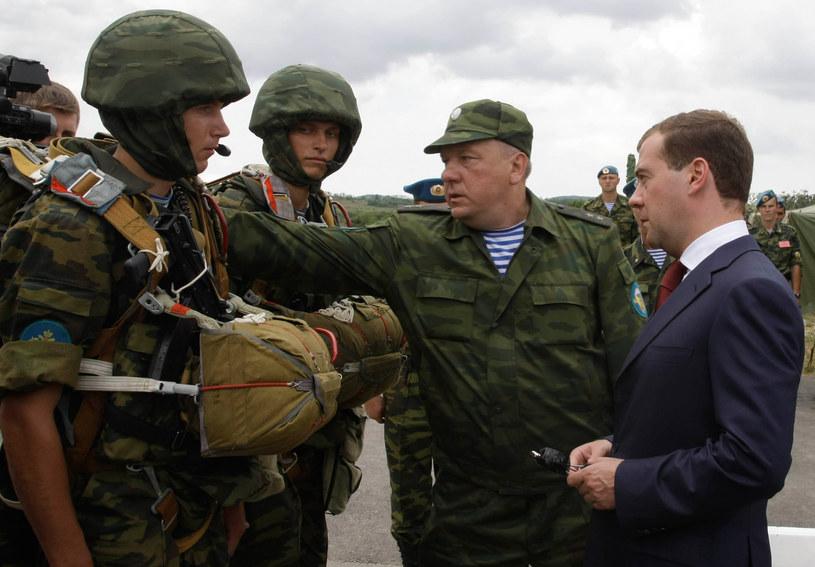 Manewrami dowodzi generał Władimir Szamanow /AFP