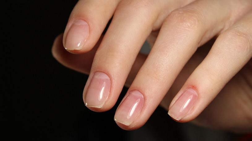Manicure japoński wygląda bardzo naturalnie i utrzymuje się na paznokciach przez dwa tygodnie /123RF/PICSEL
