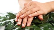 Manicure na wiosnę: beż, czerń i neony