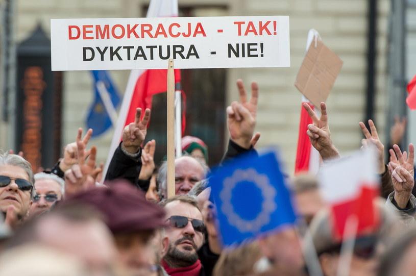 Manifestacja KOD na Placu Solnym we Wrocławiu /PAP/Maciej KulczyńskiPAP /PAP