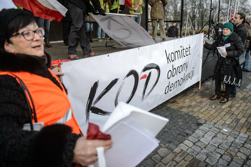 Manifestacja KOD odbywała się wielu miastach, w tym Lublinie (na zdjęciu) /Wojciech Pacewicz /PAP