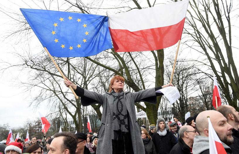 Manifestacja KOD przed Sejmem /Radek Pietruszka /PAP