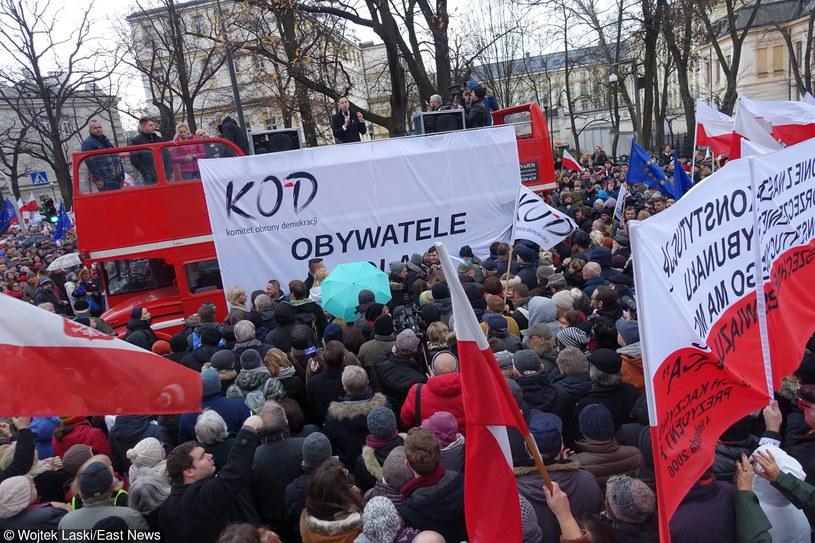 Manifestacja Komitetu Obrony Demokracji, która odbyła się w grudniu ubiegłego roku /Wojtek Laski /East News